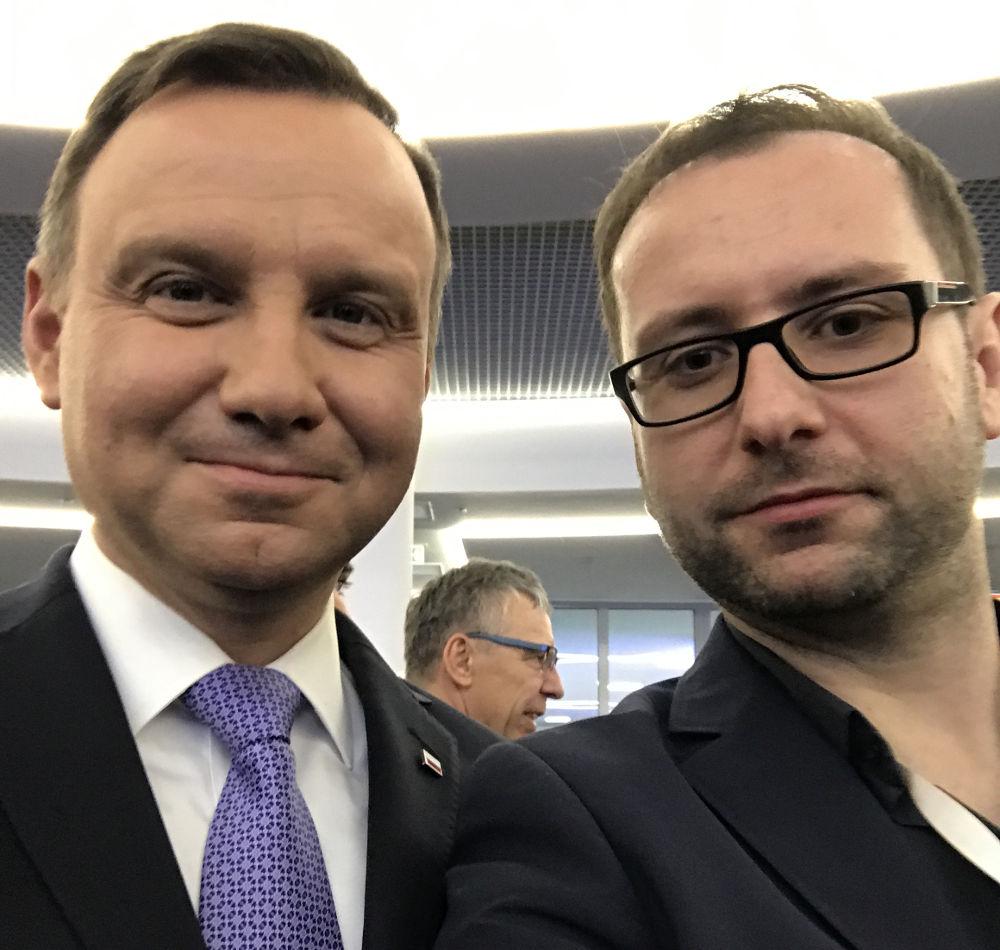 Prezydent Andrzej Duda i Prezes Monit24.pl Tomasz Kuźniar na Kongresie 590